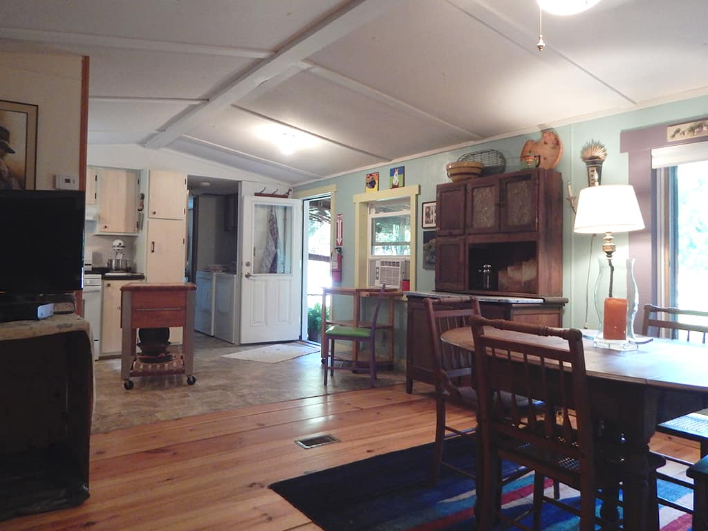 Main cabin, dining room and kitchen