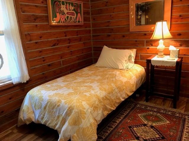 2 cabin rooms in main cabin B
